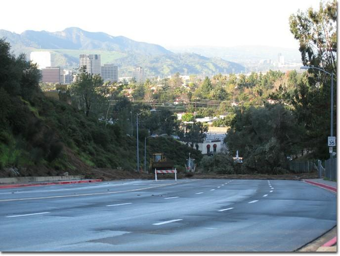Traffic was stopped on Mountain Street just west of the Glendale (2) Freeway.