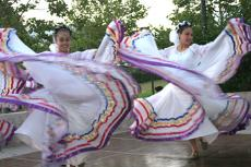 Two folkloric dancers from the group