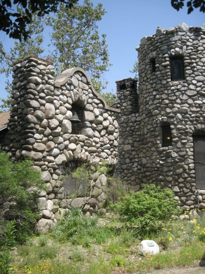 THE+FLINTSTONES+DREAM+HOME%3A+Lummis+House%2C+also+known+as+El+Alisal%2C+is+a+Rustic+American+Craftsman+stone+house+built+by+Charles+Fletcher+Lummis+in+the+late+19th+century.+Photo+by+Jane+Pojawa.