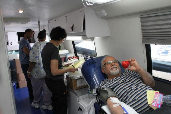 Hamid Valivand gives blood
